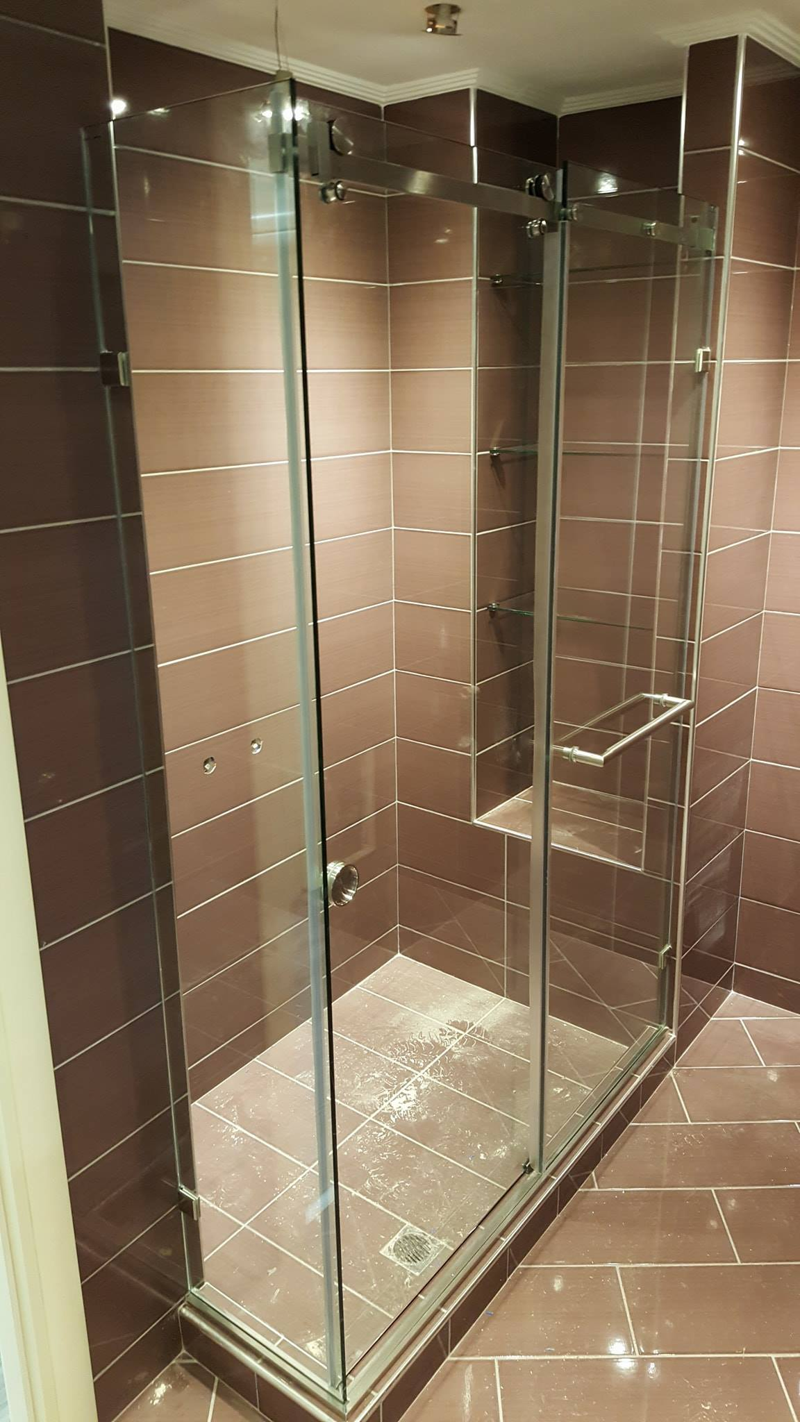 The Ss 40 Sliding Shower System Consisting Of A Stainless Steel Guide Rail And Rollers Low Height U Profile Just 15mm With